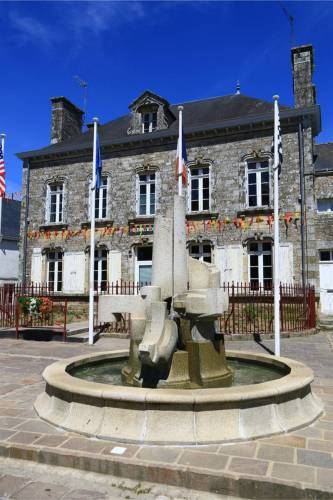 la fontaine devant la mairie