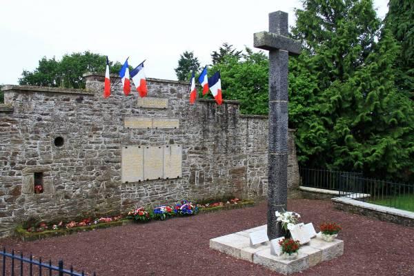 Monument de Kérihuel en mémoire des civils et des militaires assassinés en juillet 1944