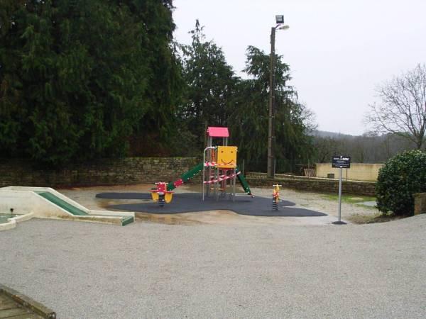 L'aire de jeux à Saint Aubin en Plumelec.